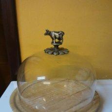Vintage: HERMOSO RECIPIENTE PARA QUESOS. EN MADERA Y VIDRIO. MEDIDAS DIÁMETRO 17 CM ALTO 16 CM. Lote 198211423