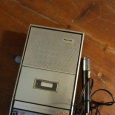 Vintage: ANTIGUA GRABADORA CASSETTE RECORDER N2202 PHILIPS CON MICROFONO. Lote 199352393