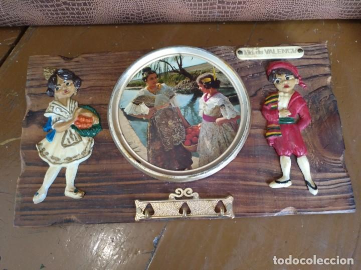 LLAVERO DE TABLA VINTAGE PARA COLGAR LAS LLAVES. RECUERDO DE VALENCIA (Vintage - Decoración - Varios)