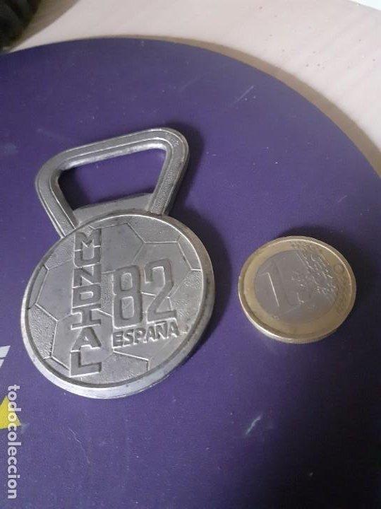 Vintage: Abrebotellas metalico del Mundial 82 - Foto 3 - 200661218