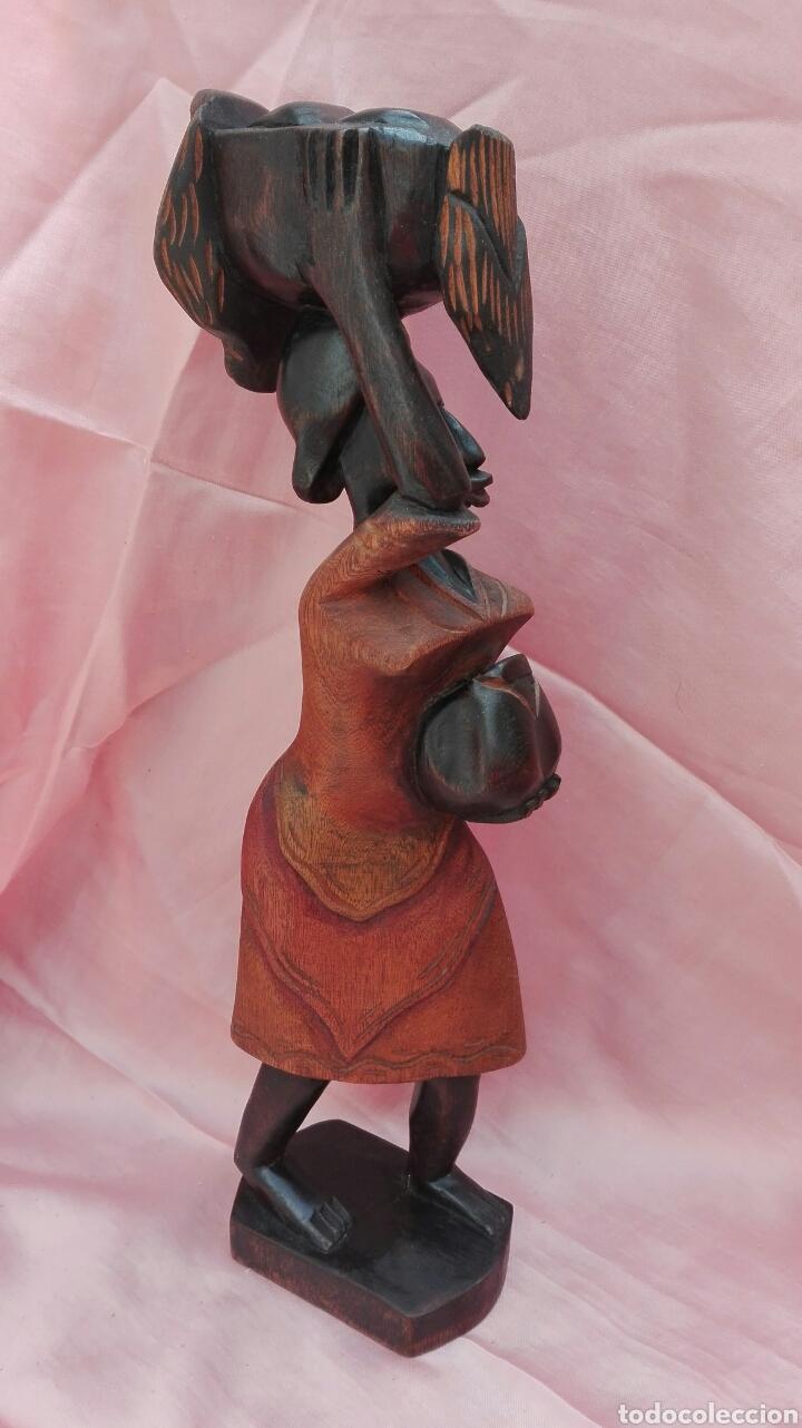 Vintage: Figura de mujer color negro de madera maciza - Foto 4 - 200755260