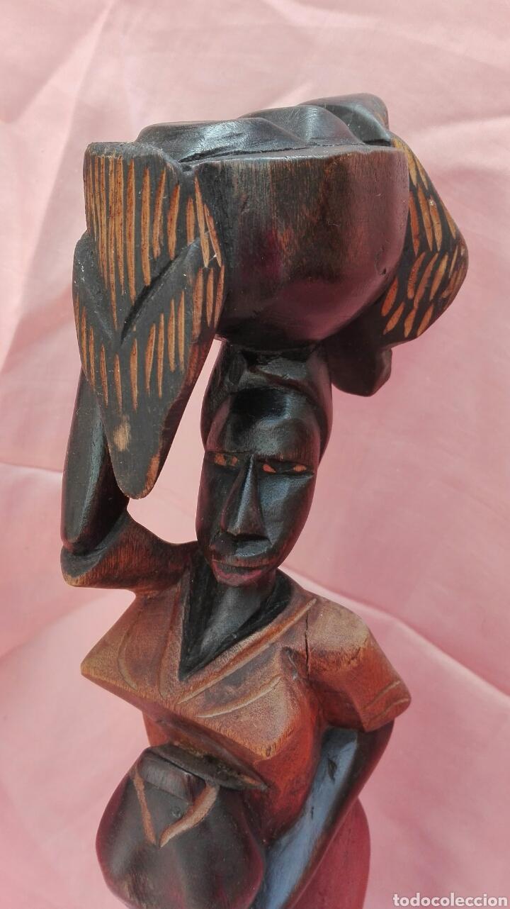 Vintage: Figura de mujer color negro de madera maciza - Foto 5 - 200755260