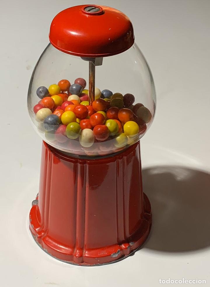 Vintage: antigua maquina expendedora pequeña de caramelos o chicles años 70-80 de metal y cristal - Foto 3 - 40862190