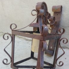 Vintage: LAMPARA EXTERIOR RUSTICA FAROL DE HIERRO FORJADO CON SOPORTE DE FORJA PARA PARED MARCA ART. JOALPA. Lote 204696952