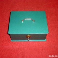 Vintage: CAJA DE CAUDALES COLOR VERDE MARCA JOMA.AÑOS 70 - - 24 X 18 X 10 CM.. Lote 205598658