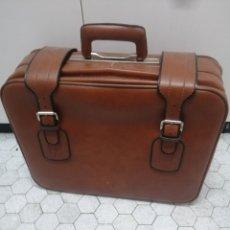 Vintage: MALETA EN POLÍMERO. MARCA GLADIATOR. 50X40X20. FUNCIONAL.. Lote 205807185