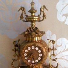 Vintage: RELOJ A CUERDA DE SOBREMESA METAL DORADO. Lote 205831638