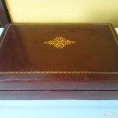 Vintage: BONITA CAJA PARA CIGARRILLOS. EN MADERA. MEDIDAS 21*13.5*5.5 CM. MUY VINTAGE. Lote 206236392