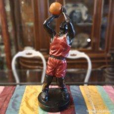 Vintage: FIGURA JUGADOR DE BALONCESTO. Lote 206392255