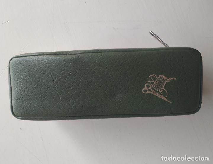 Vintage: Costurero de viaje con cepillo de la ropa. Años 60. Nuevo - Foto 3 - 206465917