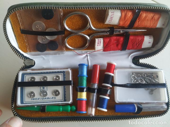 Vintage: Costurero de viaje con cepillo de la ropa. Años 60. Nuevo - Foto 6 - 206465917