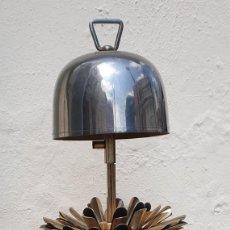 Vintage: CAMPANA + CIGARRERA - METAL PLATEADO - AÑOS 50 - PRECIOSA - 22 CM.. Lote 206551448
