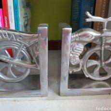 Vintage: SUJETA LIBROS EN FORMA DE MOTO EN ALUMINIO. Lote 210406122