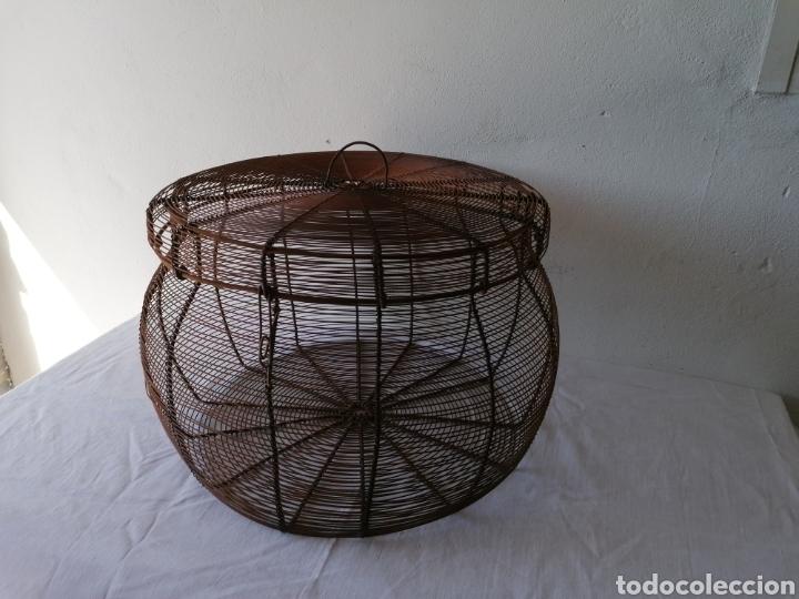 CESTA DE HIERRO CON TAPA (Vintage - Decoración - Varios)