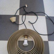 Vintage: CURIOSA LAMPARA DISEÑO CON 10 AROS DE METAL. VINTAGE. ORIGINAL. VER FOTOS. ANTIGUA. 35 CM DIAMETRO. Lote 213769171