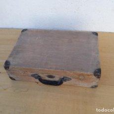 Vintage: MALETIN DE MADERA DE LOS AÑOS 60. Lote 213785520