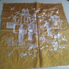 Vintage: PRECIOSO RETAL CON MOTIVOS ORIENTALES COSIDOS EN HILO BLANCO. AÑOS 60. Lote 218734193
