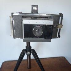 Vintage: ENORME CAMARA POLAROID J66 CON TRIPODE AÑO 1962. Lote 218822218