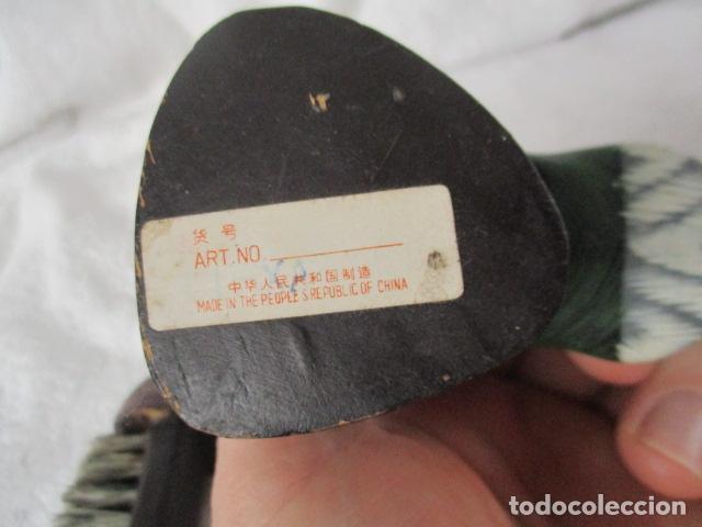 Vintage: Bonita pareja de patos de madera Chinos. 16 y 17 cm de altura. - Foto 21 - 220759508