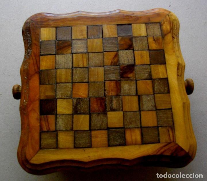 Vintage: pequeña mesita / ajedrez con cajones para piezas - Foto 2 - 221467886