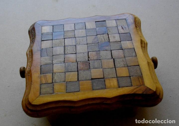 Vintage: pequeña mesita / ajedrez con cajones para piezas - Foto 3 - 221467886