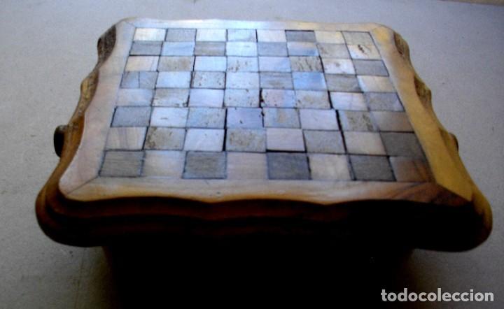 Vintage: pequeña mesita / ajedrez con cajones para piezas - Foto 5 - 221467886