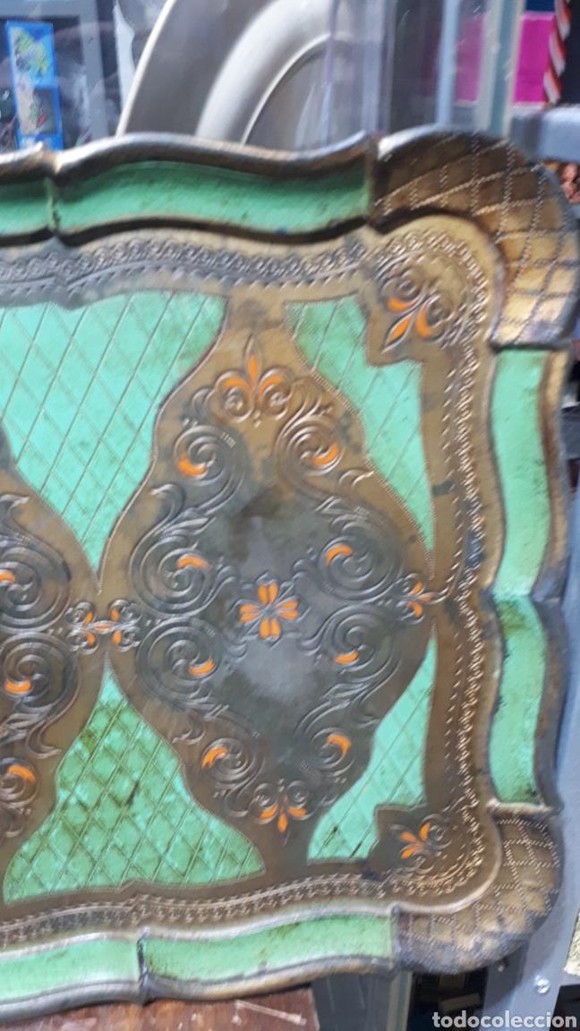 Vintage: Antigua bandeja pvc símil madera diseño florentino sello en parte trasera FLORENTINA - Foto 3 - 221500303