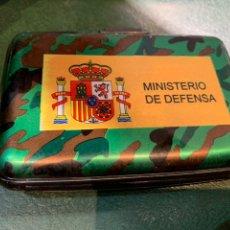 Vintage: CÁRTERA ANTIÁGUA METAL DEL MINISTERIO DE DEFENSA. Lote 221708312