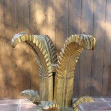 Vintage: MESA MADERA PAN DE ORO CON HOJAS, AÑOS 50 - 60. Lote 221743007