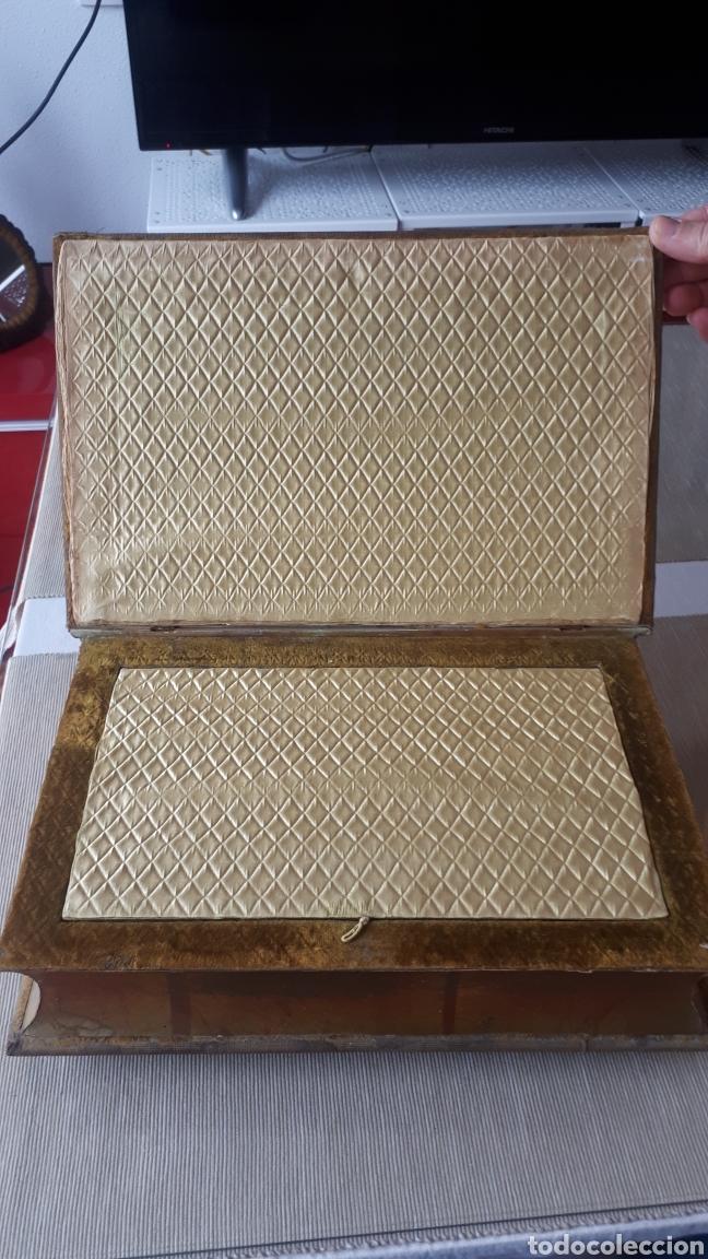 Vintage: Antiguo joyero forma libro con tapadera bordada a mano años 60 - Foto 3 - 221908528