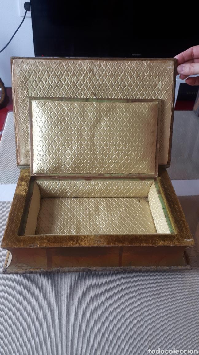 Vintage: Antiguo joyero forma libro con tapadera bordada a mano años 60 - Foto 4 - 221908528