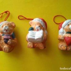 Vintage: NAVIDAD 3 ADORNOS COLGANTES OSITOS RESINA. Lote 224429833