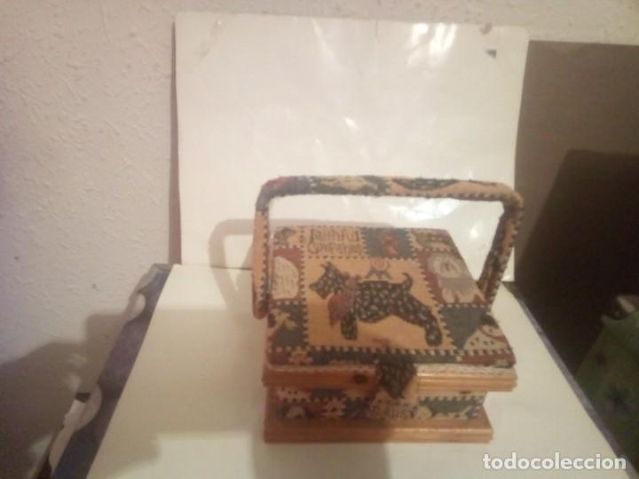 ANTIGUO COSTURERO DE MADERA Y TELA (Vintage - Decoración - Varios)