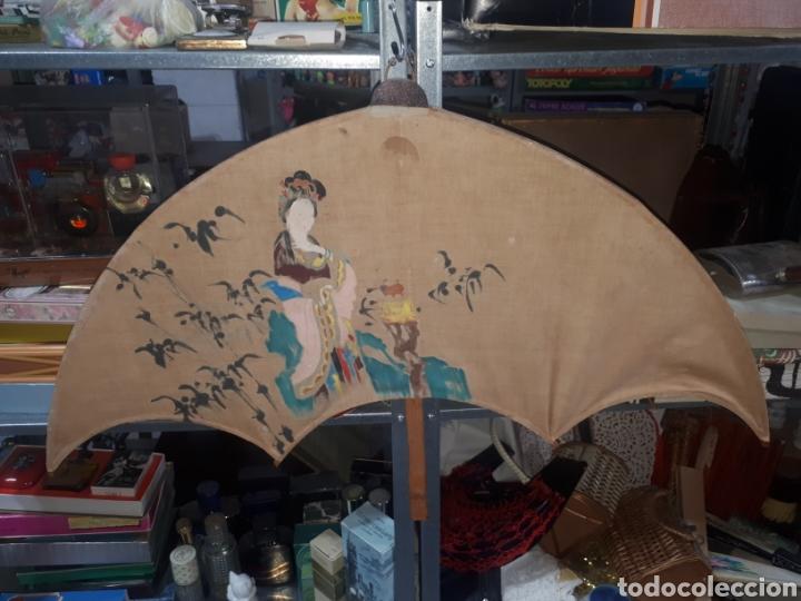 Vintage: Curioso paraguas abanico pared decorativo pintado a mano gheisa china años 50 - Foto 5 - 231982695