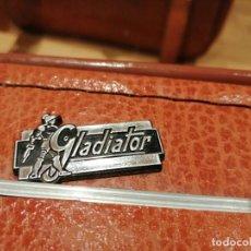 Vintage: PRECIOSA Y ANTIGUA MALETA GLADIATOR AÑOS 60-70. Lote 233919030