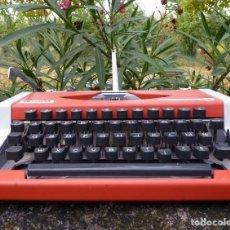 Vintage: MÁQUINA DE ESCRIBIR PORTABLE MARCA OLYMPIA, 1969. Lote 235872265