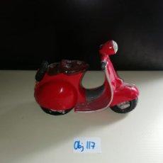 Vintage: FIGURA DECORATIVA MOTO VESPA. Lote 238695785
