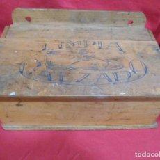 Vintage: ANTIGUA CAJA DE MADERA.- LIMPIA CALZADO -.AÑOS 50 -. Lote 242100580
