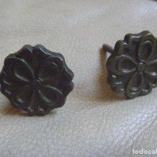 Vintage: PAREJA TIRADORES METAL IDEAL MESILLA APARADOR ARMARIOS. Lote 242124940