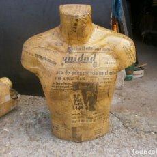 Vintage: MANIQUÍ HOMBRE TORSO FORRADO PAPEL PERIODICOS ANTIGUOS ALTURA 57 CM. ANCHO 50X25 CM.. Lote 243877040