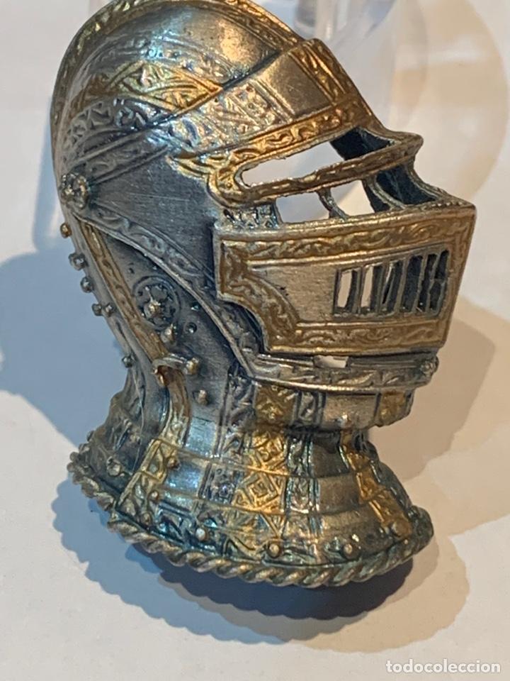 Vintage: Broche Casco Medieval - dos metales - 4 x 2,5 cm. - Foto 2 - 253557420