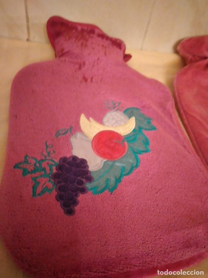 Vintage: Lote de 2 antiguas bolsas de agua para calentar la cama,con funda de terciopelo con flores bordadas. - Foto 4 - 253566115
