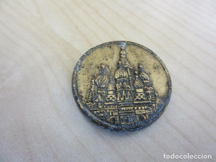 PLACA ORNAMENTAL CON IGLESIA RUSA (PROBABLE SAN BASILI DE MOSCÚ) POSIBLE AÑOS 70-80 (Vintage - Varios)