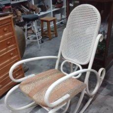 Vintage: MECEDORA TONET LACADA EN BLANCO HUESO. Lote 258508270