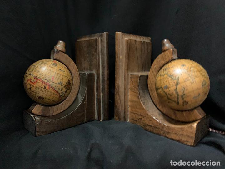 Vintage: Preciosa pareja de sujetalibros en madera, globo terraqueo o bolas del mundo. Excelente estado - Foto 3 - 261118015