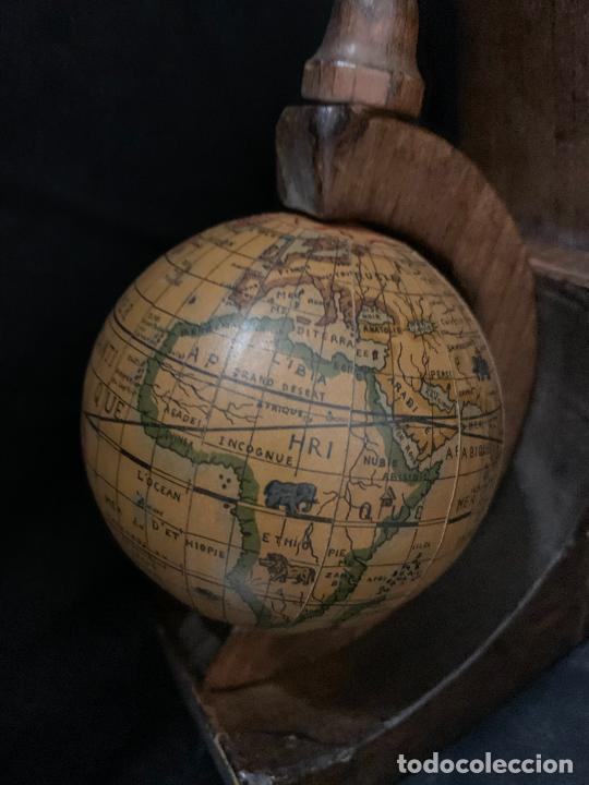 Vintage: Preciosa pareja de sujetalibros en madera, globo terraqueo o bolas del mundo. Excelente estado - Foto 4 - 261118015