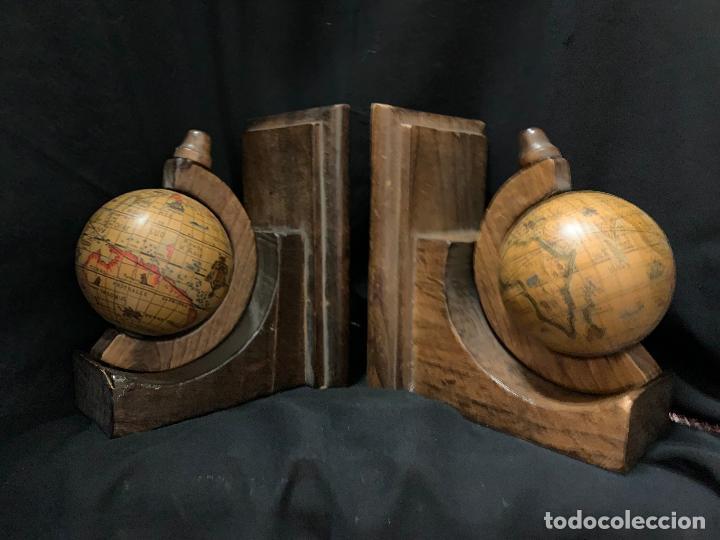 Vintage: Preciosa pareja de sujetalibros en madera, globo terraqueo o bolas del mundo. Excelente estado - Foto 10 - 261118015
