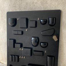 Vintage: ORGANIZADOR ESCRITORIO MURAL PLASTICO DURO NEGRO NO FABRICANTE AÑOS 70 87X67CMS. Lote 263050420