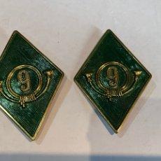 Vintage: PAREJA DE ROMBOS DEL 9 REGIMIENTO DE MONTAÑA. Lote 263055265