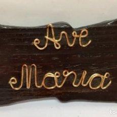 """Vintage: CARTEL DE """"AVE MARÍA """" EN MADERA Y METAL DORADO . AÑOS 70. NUEVO. Lote 264279544"""